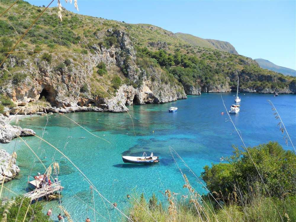 лазурная вода итальянского моря