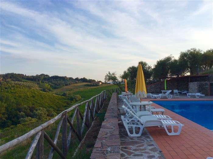 отель с бассейном и прекрасным видом